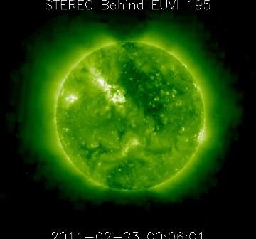 Widok z sondy STEREO Behind w dniu 23 lutego 2011 - aktywny obszar jest prawie po środku widocznej tarczy / Credits - NASA, STEREO