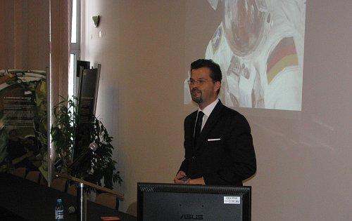 Dyrektor TTPO Frank Salzgeber prezentujący Program / Credits - Astri Polska