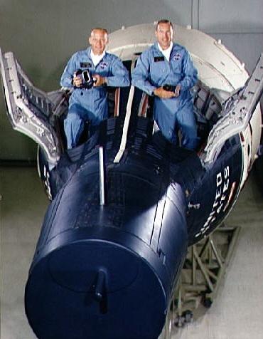 Buzz Aldrin i Jim Lovell w kapsule Gemini 12 / Credits: NASA