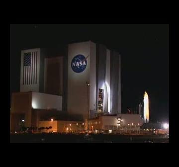 Prom Discovery wyjeżdza na wyrzutnię LC-39A / Credits - NASA TV