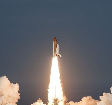 Start promu Discovery do misji STS-133 / Credits - NASA