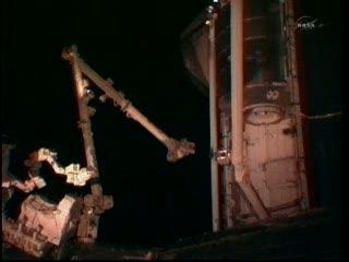 Godzina 15:55 CET - widok na miejsce prac robotycznych / Credits - NASA TV