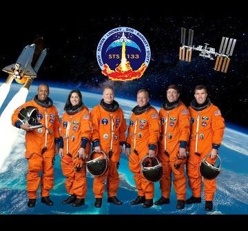 Załoga promu Discovery do misji STS-133 / Credits - NASA