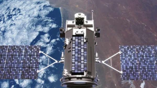 Wizja artystyczna satelity Glory na orbicie okołoziemskiej (NASA)