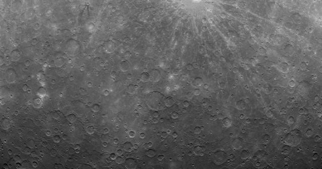 Pierwsze zdjęcie Merkurego wykonane z jego orbity przez sondę MESSENGER / Credits: NASA/Johns Hopkins University Applied Physics Laboratory/Carnegie Institution of Washington