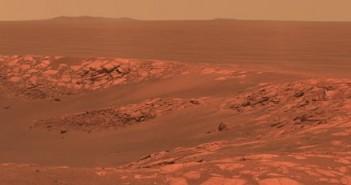 Mars - krawędź krateru Intrepid, sfotografowany przez łazik Opportunity. (Mamy nadzieję, że łazik z Polski też wykona takie zdjęcia!) / Credits - NASA, JPL-Caltech