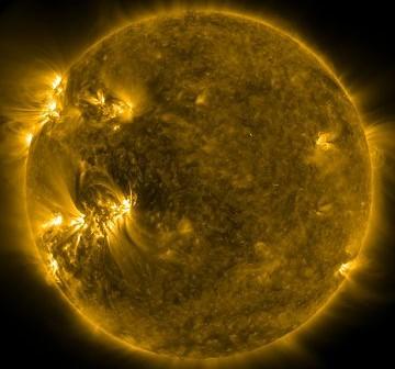 Wygląd Słońca 26 marca o godzinie 00:27 CET. Obszar 1176 znajduje się na południe (=na dół) i na wschód (=na lewo) od środka tarczy / Credits - NASA, SDO