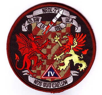 Patch misji NROL-27, napis 'NOS SUO CAELUM' można przetłumaczyć jako 'łączymy niebiosa' i jest to odwołanie do roli jaką ma pełnić nowy satelita w systemie SDS (Public Domain)