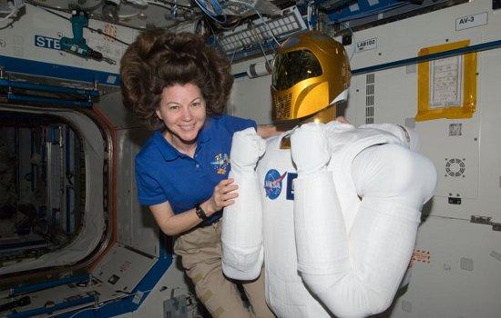 Cady Coleman i Robonauta 2 / Credits - NASA