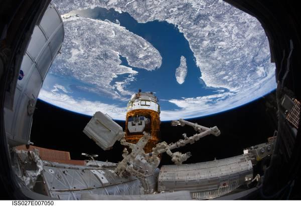 HTV-2 i Ziemia (północno wschodnie rejony Ameryki Północnej) na kilka dni przed końcem misji / Credits: NASA