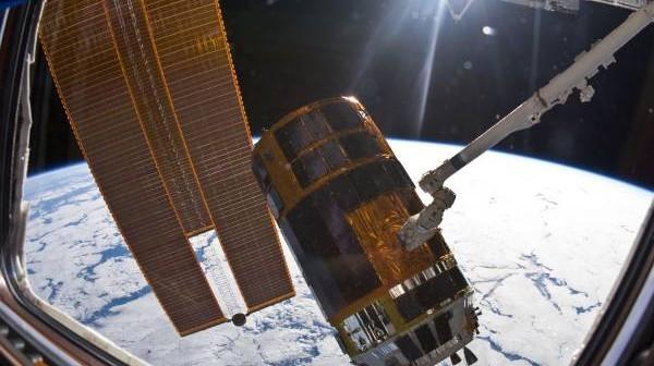 Statek transportowy HTV-2 podczas łączenia ze Stacją ISS 27 stycznia / Credits: NASA