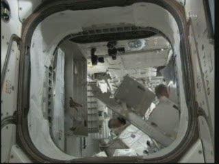 20:21 CET - prace wewnątrz PMM / Credits - NASA TV