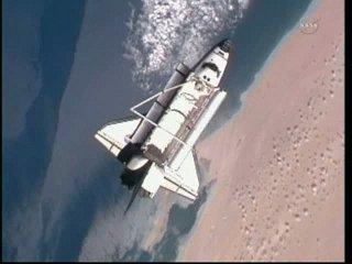 13:59 CET - Discovery ponad wybrzeżem Afryki / Credits - NASA TV