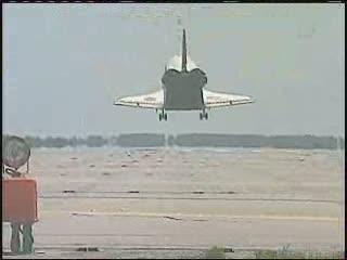 17:57 CET - tuż przed lądowaniem / Credits - NASA TV