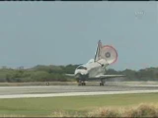 17:57 CET - lądowanie / Credits - NASA TV