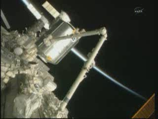 15:31 CET - widok na PMM / Credits - NASA TV