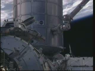 15:58 CET - nowy moduł na ISS / Credits - NASA TV
