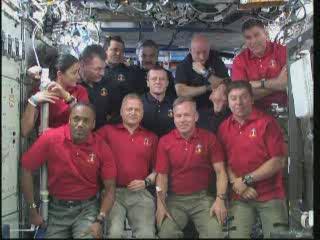 23:04 CET - na pokładzie ISS trwa wyczekiwanie na rozmowę telefoniczną / Credits - NASA TV