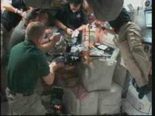 00:17 CET - wewnątrz modułu Unity / Credits - NASA TV