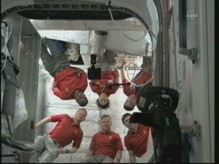18:17 CET - sesja zdjęciowa w PMM / Credits - NASA TV