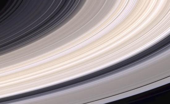 Pierścienie Saturna sfotografowane przez sondę kosmiczną Cassini (JPL/NASA)