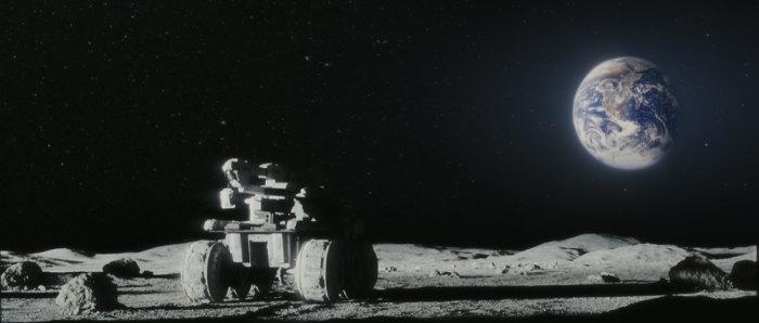 Kadr z filmu 'Moon' - czy taki widok stanie się w przyszłości bardziej powszechny? (Liberty Films UK)