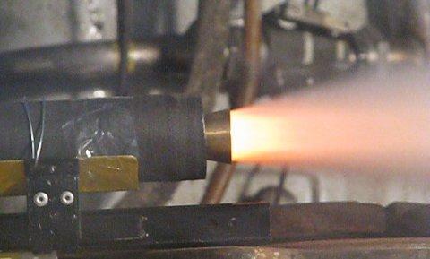 Statyczny test silnika skonstuowanego przez członków Sekcji Rakietowej SKA (Credits:SKA)