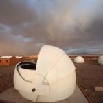 Obserwatorium na pustyni Atacama (Źródło: Alain Maury)