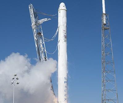 Falcon 9 - rakieta zbudowana przez SpaceX / Credits: SpaceX