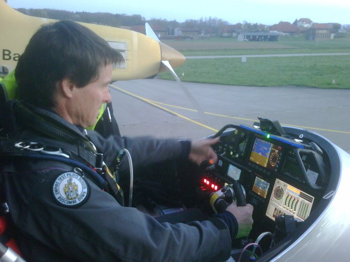 Markus Scherdel przygotowuje się do startu. Credtis: Facebook - profil Solar Impulse