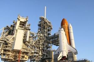Prom Endeavour na wyrzutni LC-39A. Zdjęcie z 22 marca 2011. / Credits - NASA