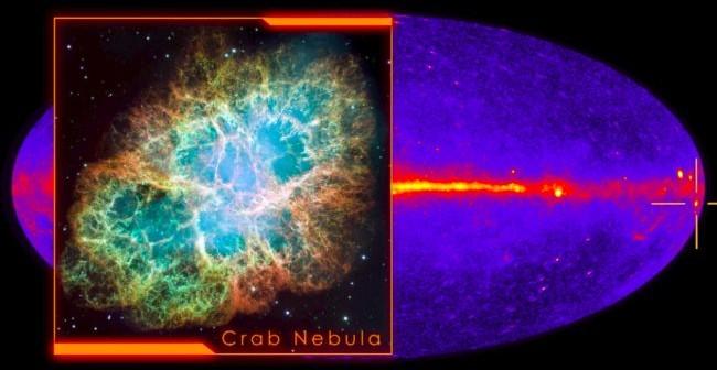 Mgławica Kraba – zdjęcie z teleskopu Hubble`a w świetle widzialnym na tle mapy nieba promieniowania gamma / Credit – NASA