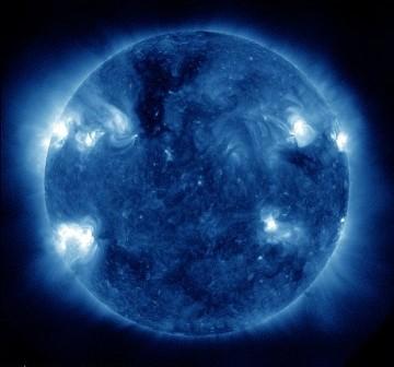 Widok Słońca w dniu 30 maja, tuż przed 11:00 CEST. Obszar 1126 jest lewej dolnej części tarczy Słońca. / Credits - NASA, SDO