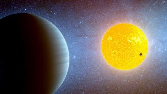 Artystyczna wizja układu Kepler-10. Bliżej gwiazdy - Kepler-10 b. / Credits - NASA, Spitzer team