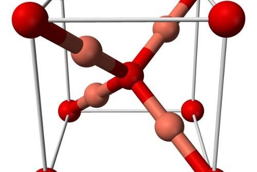 Pojedyncza komórka kryształu tlenku miedzi (I). Źródło: Wikipedia