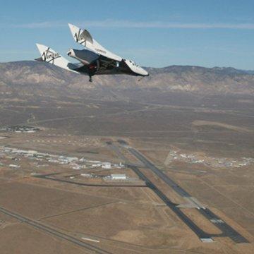 SpaceShipTwo podchodzi od lądowania / Credits: Virgin Galactic