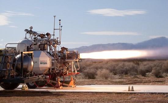Test aluminiowej dyszy i silnika Lynx 5K18. Credit: Mike Massee / XCOR