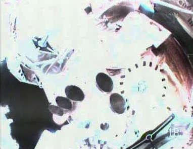 Fragment modułu Zarya z kompletem silniczków korekcyjnych (NASA TV)