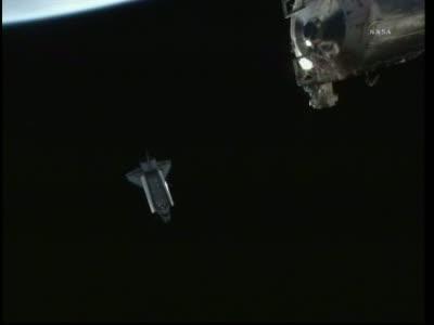 Wahadłowiec w odległości 150 metrów / Credits: NASA TV