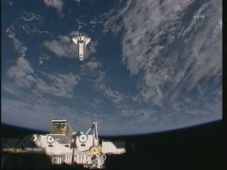 07:00 CEST - widok z ISS na prom Endeavour / Credits - NASA TV