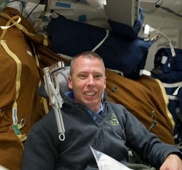 Astronauta Feustel - dziś wyjdzie w przestrzeń kosmiczną. Zdjęcie z Flight Day 2 / Credits - NASA