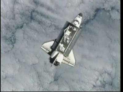 Prom Endeavour w trakcie fazy podejścia do stacji ISS (NASA)