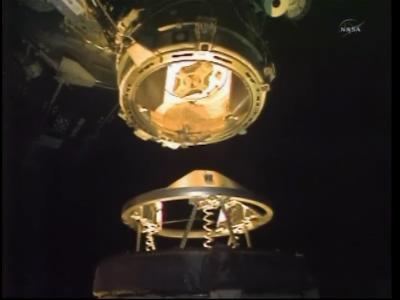 Ostatnie chwile przed dokowaniem (NASA)