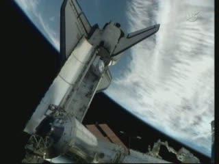 05:48 CEST - widok na AMS-02 jeszcze w ładowni promu Endeavour / Credits - NASA TV