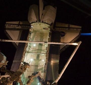 Widok na ładownię promu Endeavour - zdjęcie z Flight Day 6 / Credits - NASA
