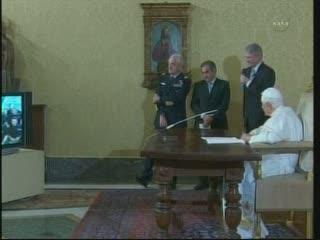 Rozmowa astronautów z Papieżem / Credits - NASA TV