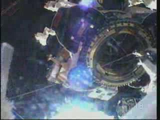13:54 CEST - smarowanie Dextre / Credits - NASA TV