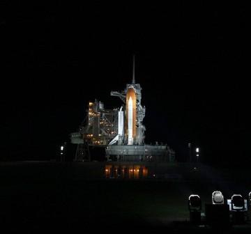 Wahadłowiec na stanowisku startowym po odsunięciu struktury serwisowej RSS (Rotating Service Structure) 29 kwietnia 2011 roku / Credits: NASA/Ken Thornsley