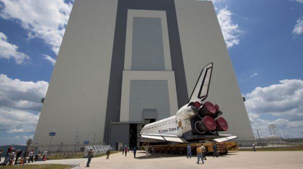 Ostatnie chwile transportu wahadłowca Atlantis / Credits: NASA/Jack Pfaller