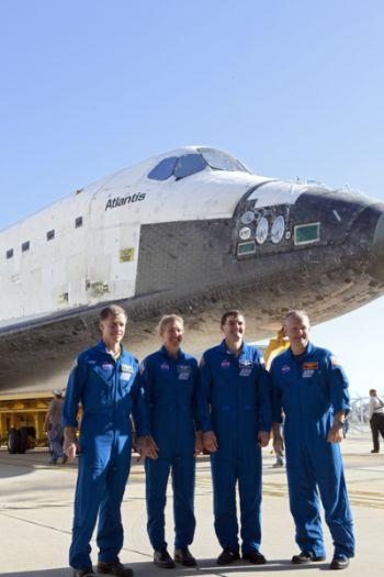 Załoga misji STS-135, od lewej: dowódca Chris Ferguson, specjaliści Sandra Magnus, Rex Walheim oraz pilot Doug Hurley / Credits: NASA/Dimitri Gerondidakis